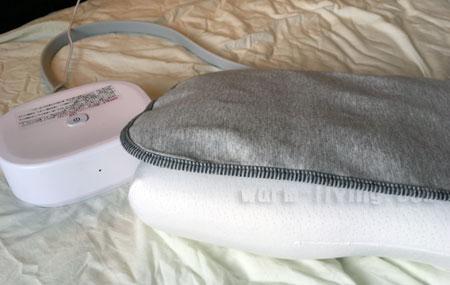「いびき防止枕パット」のエアーバッグが膨らむ・初期