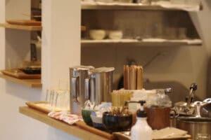 生活感あふれたゴチャついたキッチンのイメージ