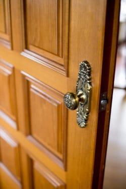 応接間のドア