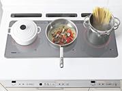 『トリプルワイドIH』に鍋を載せたイメージ