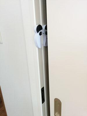 引き戸のドア枠に張り付けたEVA樹脂のドアストッパー