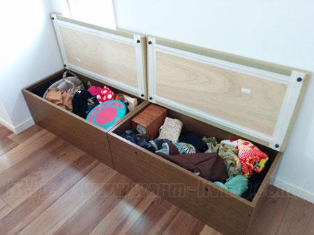 ヨシオ家の高床式ユニット畳に荷物を入れた状態