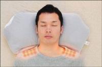 『マグーラ』で寝る男性-正面