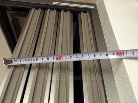 フリーウォールⅡのパネル4枚を収納したときの厚みは約20cm